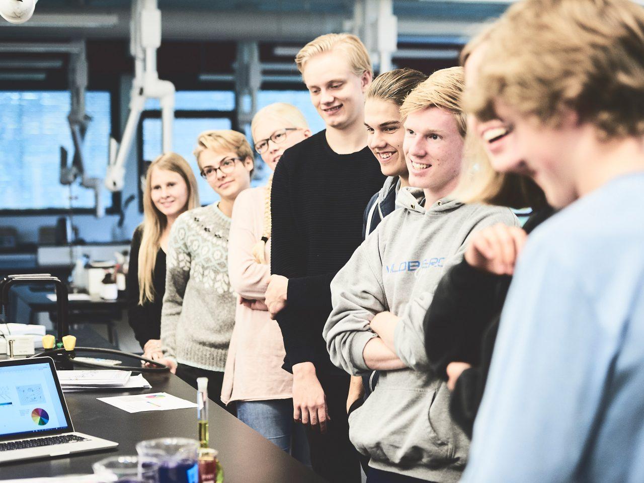 Elever i en kemitime
