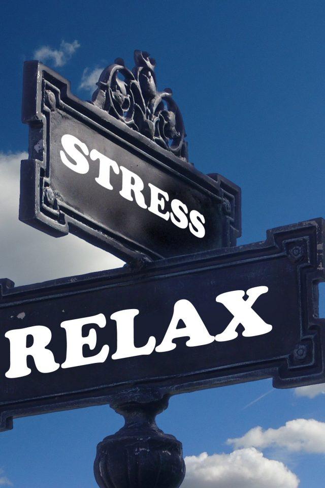 Skilte hvor der står relax og stress på