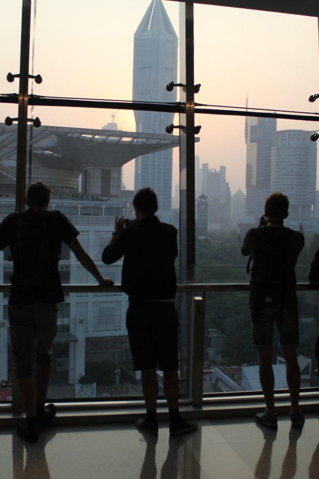 Elever i en skyskraper i Shanghai