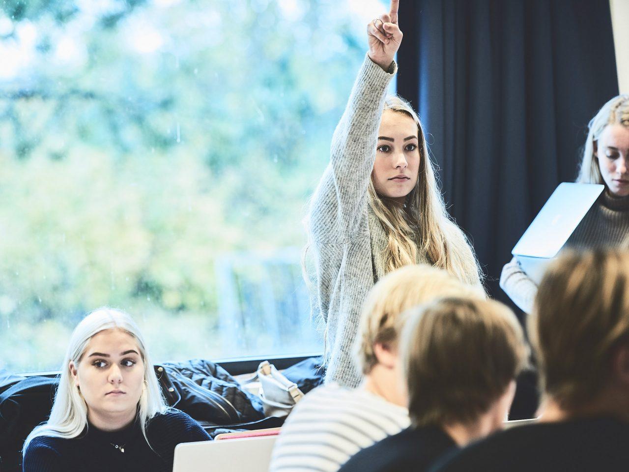 Elev deltager i undervisningen