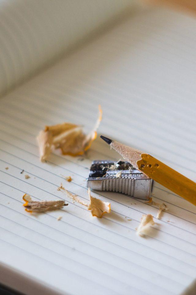 Papirblok, blyant og blyantsspidser