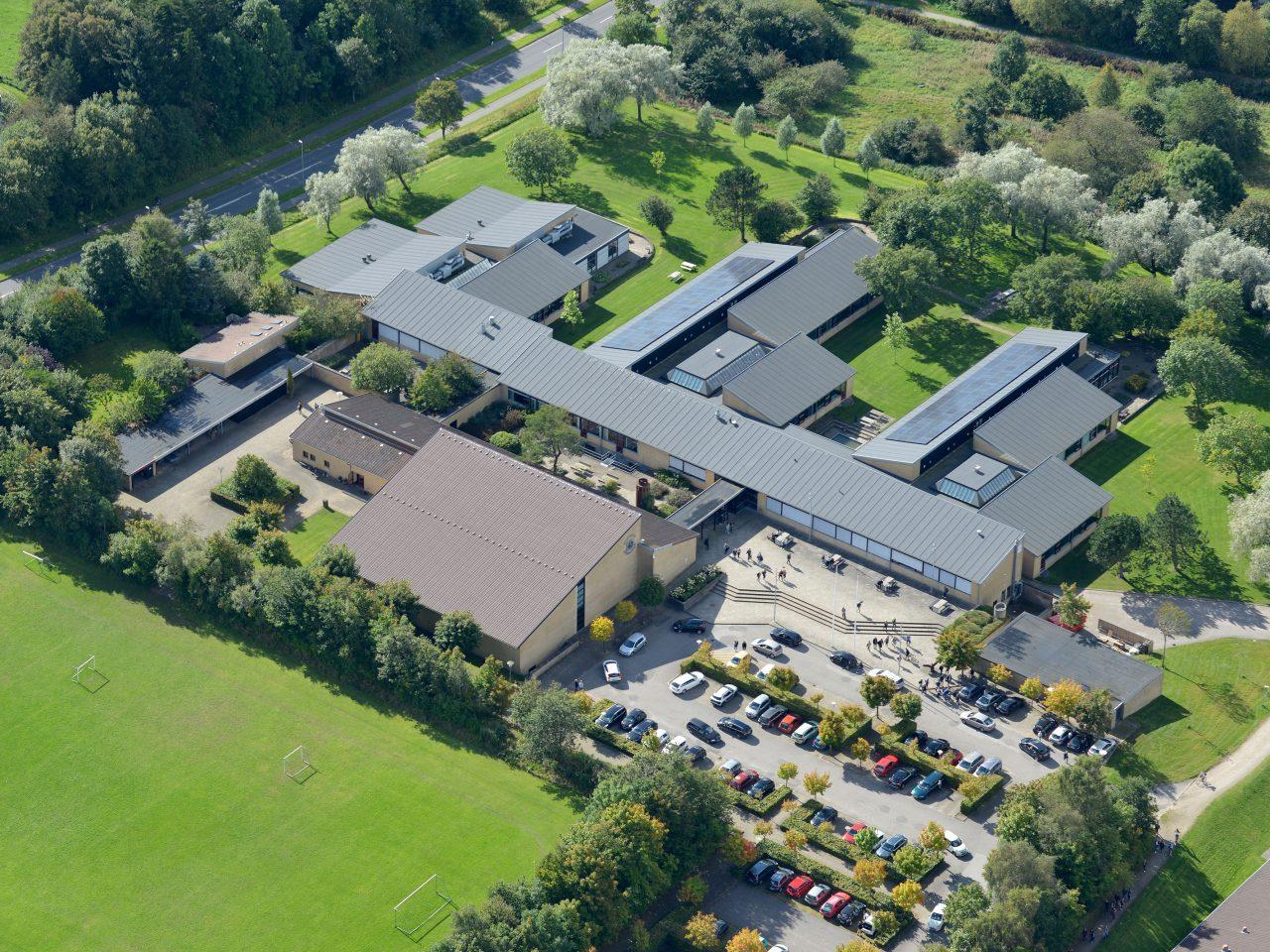 Billede af skolen fra oven - luftfoto