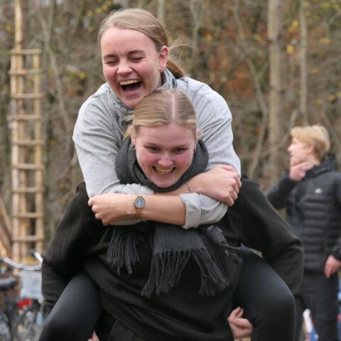 Glade elever på hyttetur