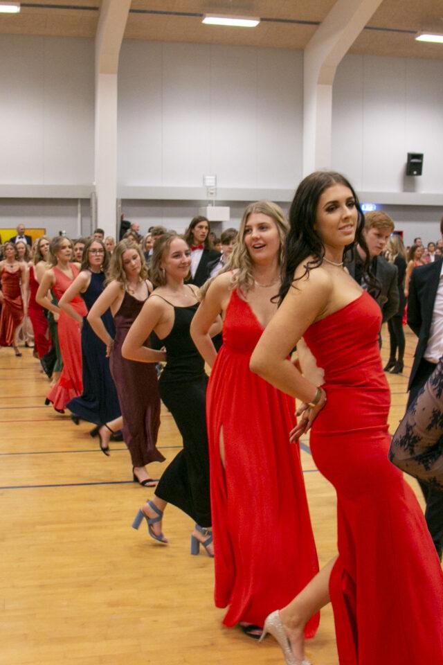 Elever danser lancier