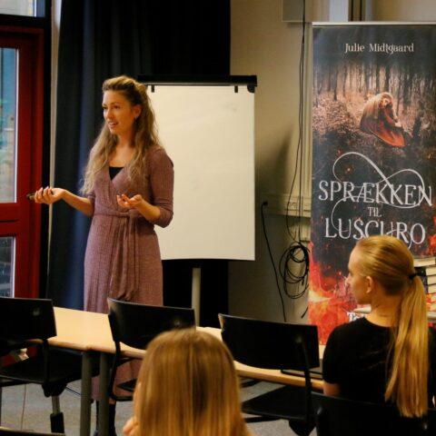 Julie Midtgaard fortæller om sit forfatterskab
